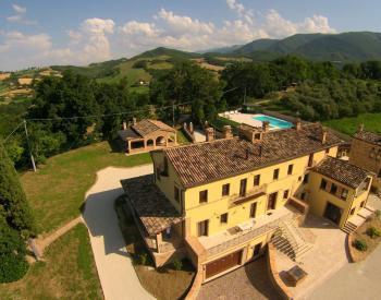 Countryhouse met zwembad le marche