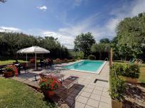 vakantiehuis met zwembad le marche